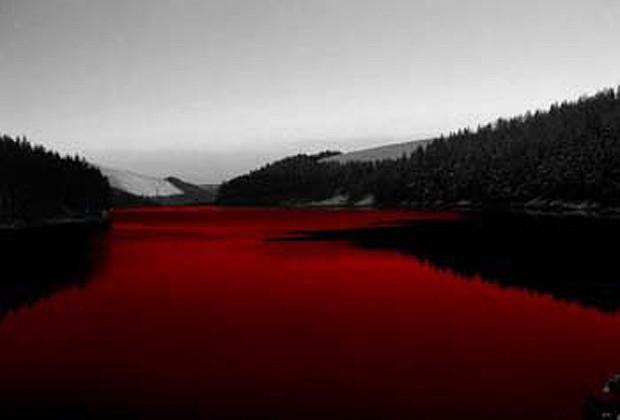 """O lago ganhou o apelido de """"Blood Lake"""" (Lago de Sangue) (Foto: Divulgação)"""
