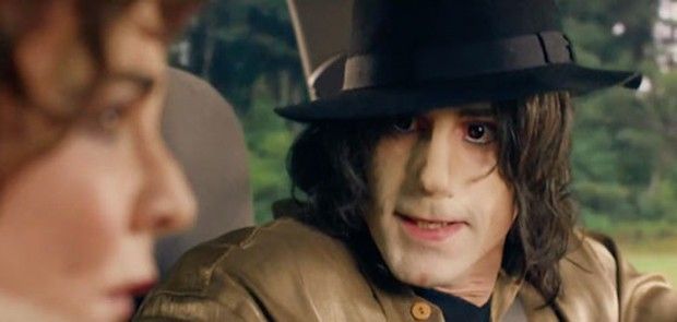 Joseph Fiennes como Michael Jackson (Foto: Reprodução)