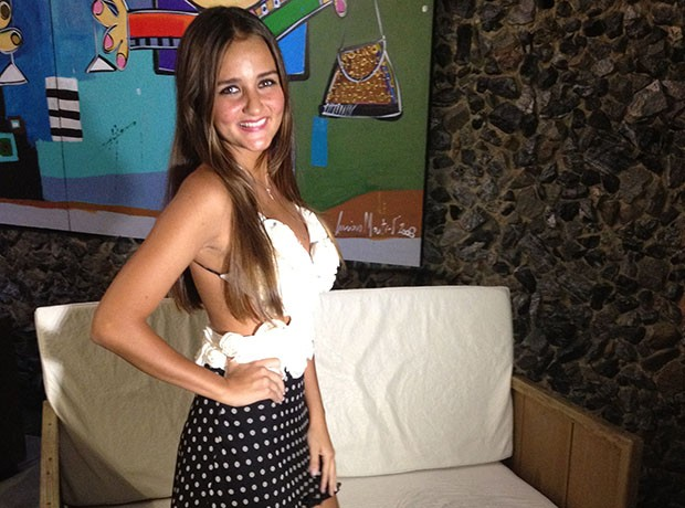Catarina Migliorini fez noite de autógrafos em Itapema (Foto: Ed Soul/RBS TV)