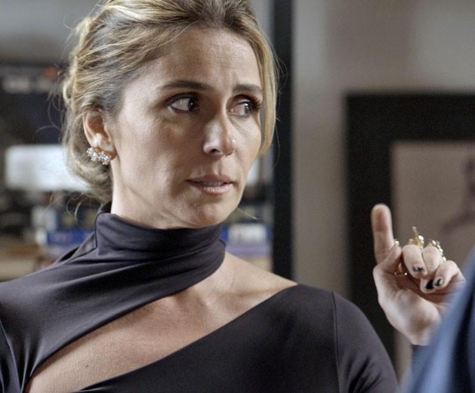 Atena é expulsa por Romero (Foto: TV Globo)