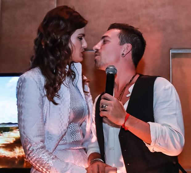 Isabeli Fontana e Di Ferrero (Foto: Raphael Castello/AgNews)
