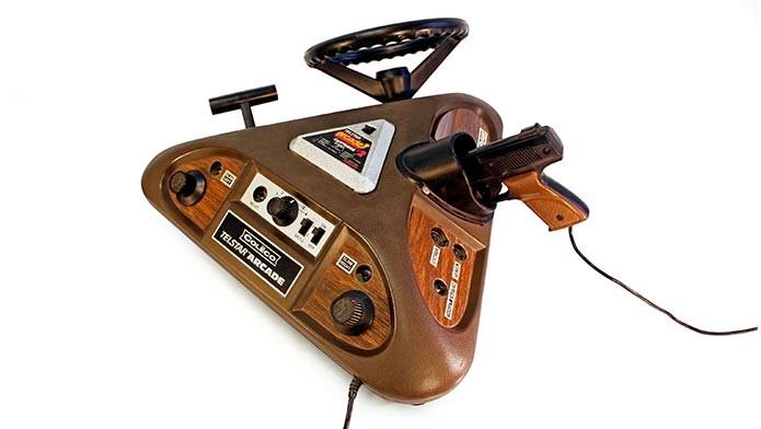 O Coleco Telstar Arcade (1977) é outro clássico do acervo, que um game diferente em cada uma de suas três pontas (Foto: Divulgação)
