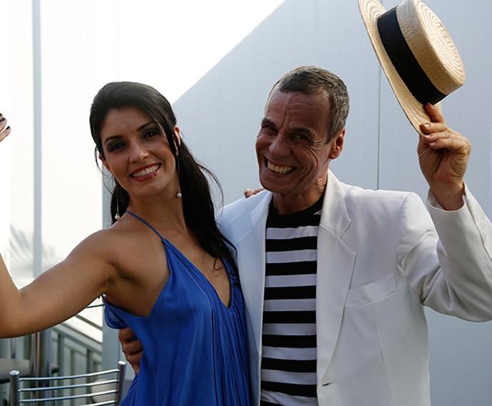 Joyce Cândido posa ao lado de Carlinhos de Jesus (Foto: Guilherme Jacobs / Gshow)