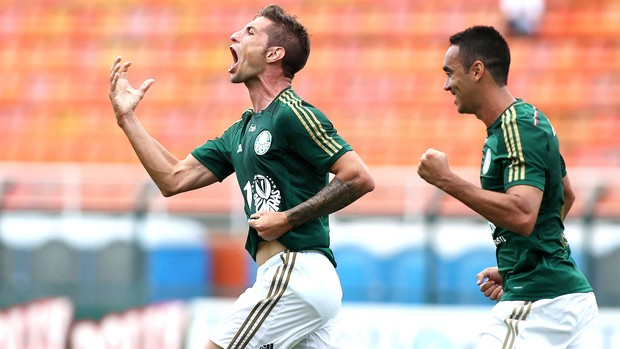 Eguren comemoração Palmeiras contra Ponte Preta  (Foto: Marcos Bezerra / Futura Press)