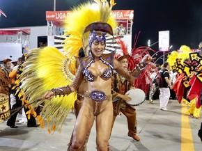 c064e1953 Maiôs e biquínis cavadões das famosas roubam a cena no Carnaval