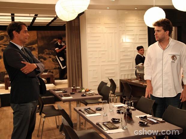 Eron vai encher os ouvidos de Niko para afastá-lo de Félix (Foto: Carol Caminha/TV Globo)