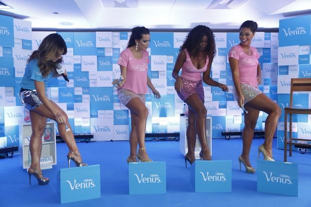Sabrina Sato, Carla Prata, Cris Vianna e Juliana Alves em evento no Rio (Foto: Roberto Filho e Alex Palarea / AgNews)