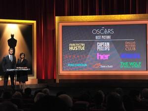 O ator Chris Hemsworth (à esq.) e a presidente da Academia de Hollywood, Cheryl Boone Isaacs, anunciam os indicados ao Oscar 2014 (Foto: Vince Bucci/Invision/AP)