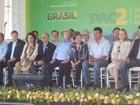 Presidente Dilma Rousseff entrega 29 máquinas retroescavadeiras no PR