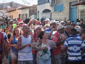 Bloco de C de Asa em percurso pela Madre Deus, em São Luís (Foto: Flora Dolores / O Estado)