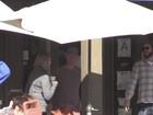 Miley Cyrus almoça com Liam Hemsworth e os sogros