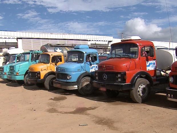 Pipeiros paralisaram as atividades e suspederam abastecimento em Caruaru (Foto: Reprodução/TV Asa Branca)