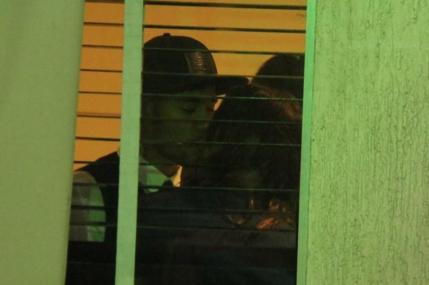 Neymar e Bruna Marquezine trocam beijo (Foto: Cláudio Andrade e Thiago Andrade/Photo Rio News)