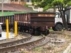 Trem de carga sai dos trilhos em Vila Velha, no ES