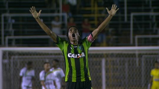 Júnior Rocha evita criticar arbitragem e diz que Luverdense vai evoluir