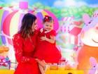 Ex-BBB Karla comemora segundo aniversário da filha, Carolina