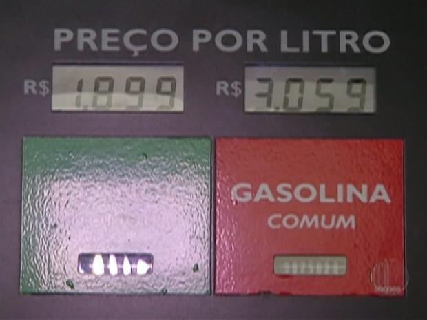 Encher o tanque com etanol é ajuda na economia em tempos de crise. (Foto: Reprodução/ TV Diário)