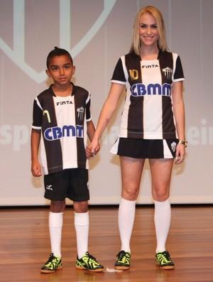 Uniforme feminino e infantil do Araxá Esporte Clube (Foto: Divulgação/AEC)