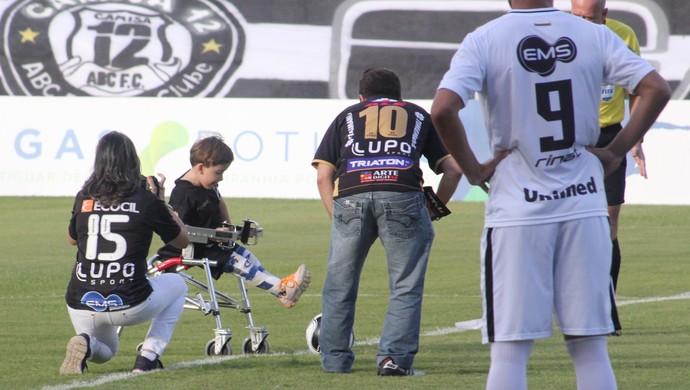 João Gabriel torcedor ABC campeão (Foto: Fabiano de Oliveira)