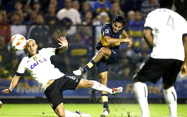 Fabio Santos jogo Corinthians Boca Juniors (Foto: EFE)