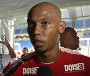 Zagueiro Boaventura teve ferimentos leves (Foto: Jocaff Souza/ GloboEsporte.com)