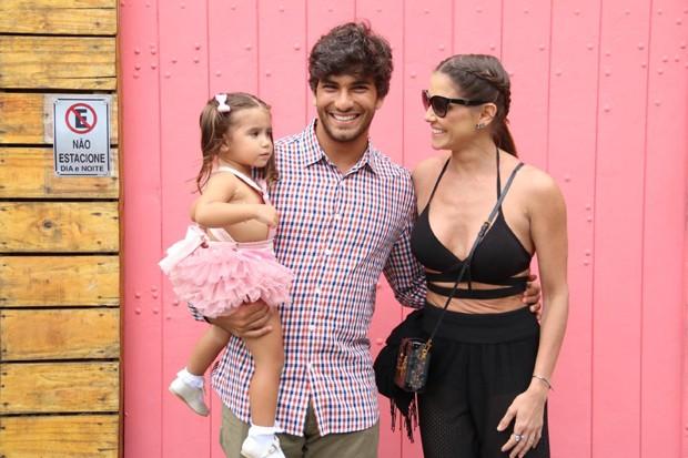 Deborah Secco, Hugo Moura e Maria Flor (Foto: Daniel Pinheiro/AgNews)