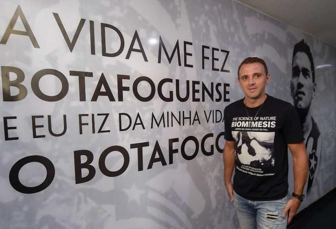 Montillo exame médico Botafogo (Foto: Divulgação)
