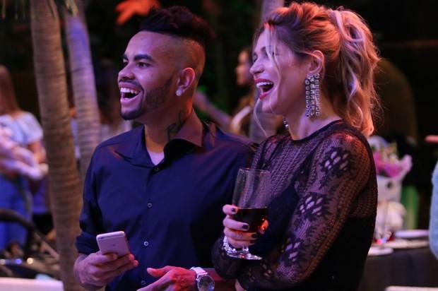 Dentinho e Dani Souza na festa de aniversário do filho (Foto: Divulgação)