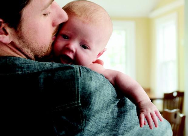 recém-nascido; pai; pós-parto (Foto: Getty Images)
