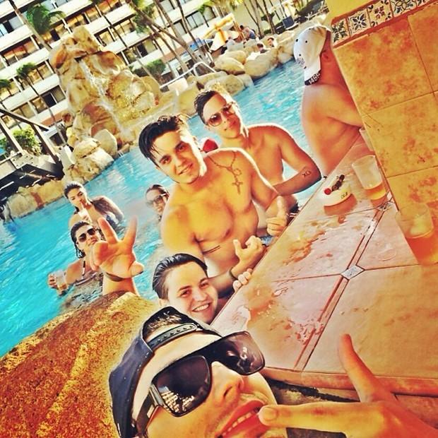 Luan Santana com amigos (Foto: Instagram / Reprodução)