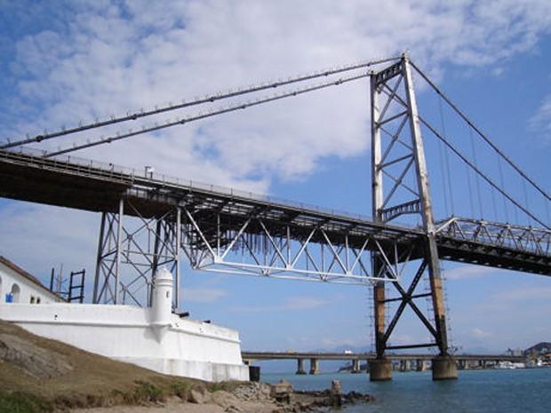 Imagem de obra da ponte Hercílio Luz. As estacas instaladas sob a estrutura não aparecem na fotografia (Foto: Divulgação/Deinfra)