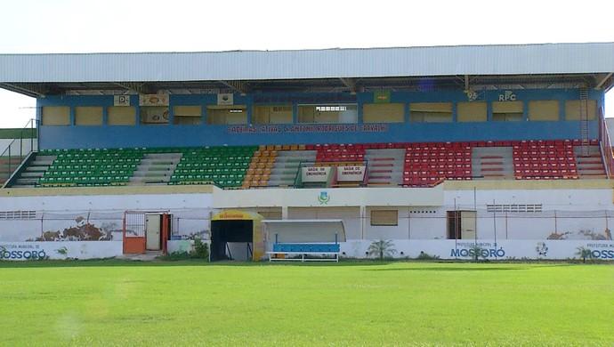 RN - Estádio Nogueirão, em Mossoró - reforma - gramado (Foto: Reprodução/Inter TV Cabugi)