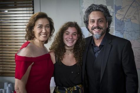 Lilia Cabral com a filha Giulia e Alexandre Nero (Foto: Globo/Estevam Avellar)