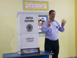 Ruy Muniz votou no São José (Foto: Michelly Oda/G1)