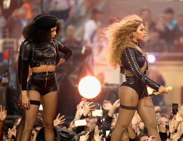 Beyoncé durante apresentação no intervalo do Super Bowl (Foto: Christopher Polk/Getty Images/AFP)