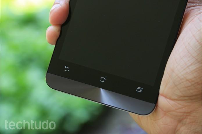 Zenfone 5 tem detalhe de metal muito bonito (Foto: Lucas Mendes/TechTudo) (Foto: Zenfone 5 tem detalhe de metal muito bonito (Foto: Lucas Mendes/TechTudo))