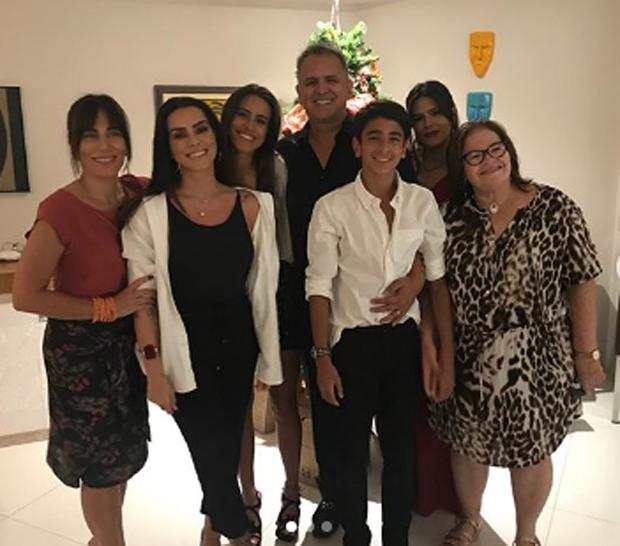 Gloria Pires.Cleo Pires. Ana Morais, Orlando Morais, Bento Morais, Antonia Morais e Wilma Oliveira (Foto: Reprodução)