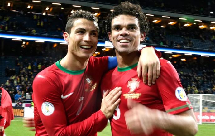Pepe e Cristiano Ronaldo Comemoração Portugal  (Foto: FPF / Francisco Paraíso)