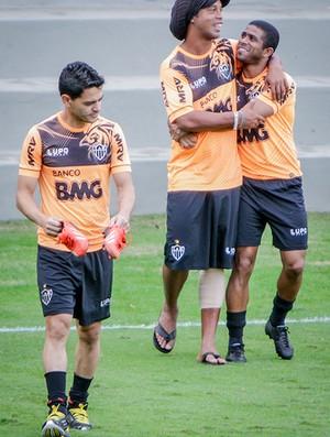 Josué, Ronaldinho Gaúcho, Junior Cesar, Atlético-MG, Cidade do Galo, treino (Foto: Bruno Cantini / Site Oficial do Atlético-MG)