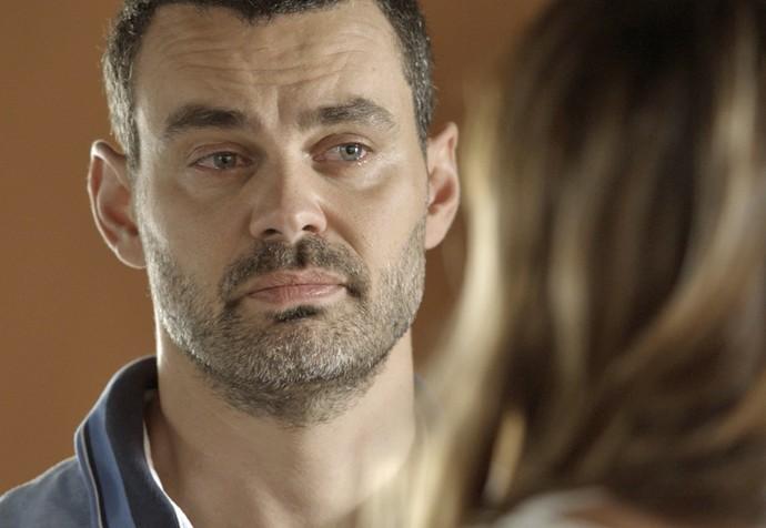 César procura Gisela e pede perdão à mulher (Foto: Tv Globo)