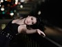 Olivia Torres, de 'O rebu', posa para o EGO e mostra looks monocromáticos e sensuais