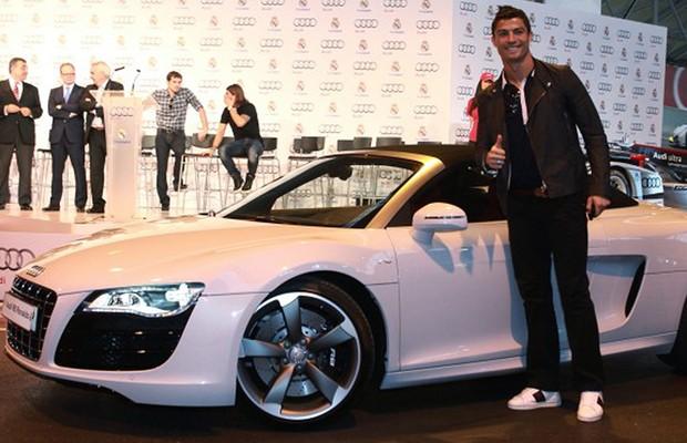 Cristiano Ronaldo tem coleção de carros (Foto: Divulgação)