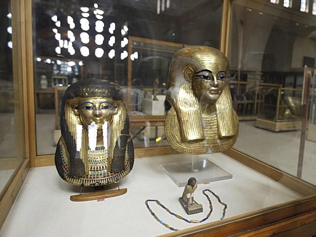 Artefatos faraônicas fazem parte da mostra 'Destruição e restauração', no Cairo (Foto: Mohamed Abd El Ghany/Reuters)