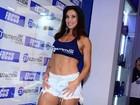 Aos 41 anos, Scheila Carvalho mostra barriga sarada em feira fitness