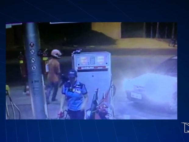 Câmeras de segurança do estabelecimento filmaram toda a ação dos criminosos em Caxias, MA (Foto: Reprodução/TV Mirante)