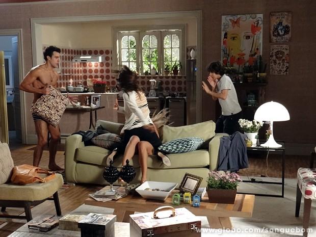 Charlene flagra o amasso e sai no tapa com a dançarina (Foto: Sangue Bom/TV Globo)