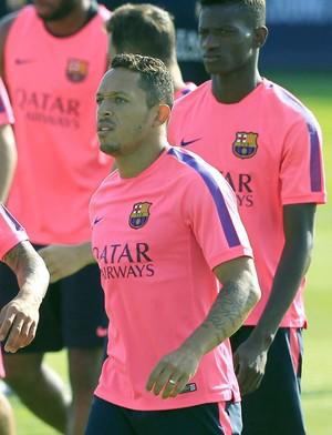 Daniel Alves e adriano barcelona treino (Foto: Agência EFE)