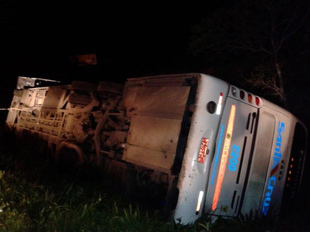 Acidente ônibus Venâncio Aires (Foto: Tiago Guedes/RBS TV)