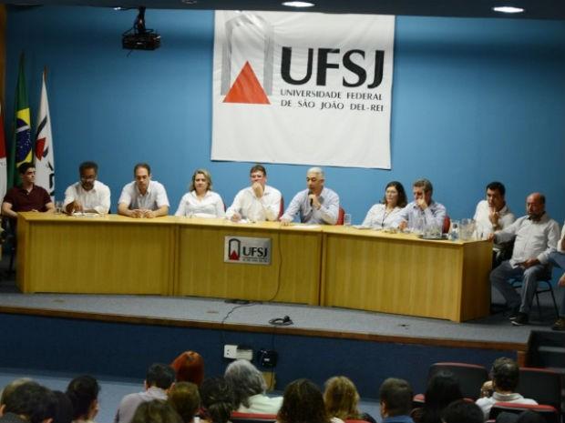 Reunião na UFSJ (Foto: UFSJ/Divulgação)