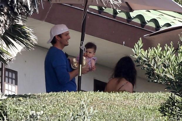 Ashton Kutcher com a filha (Foto: AKM-GSI)